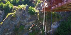 Mulher morre após entender mal instrutor de bungee jumping
